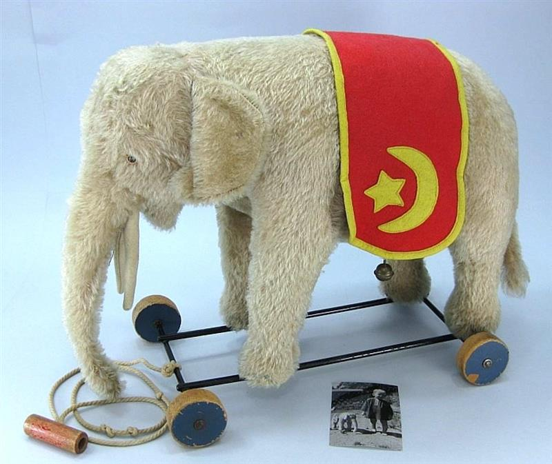 Steiff Elephant On Wheels EAN 1328,2